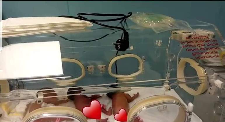 Mulher que esperava por sete bebês dá à luz nove crianças