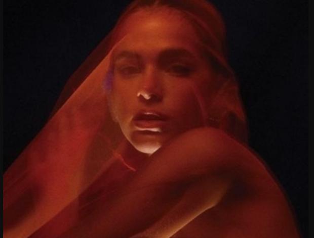 Bruna marquezine aparece sem roupa em novo ensaio fotográfico