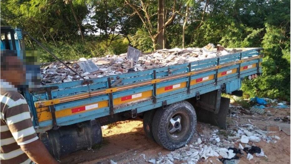 Caminhão é apreendido por descarte irregular de resíduos em zona de proteção ambiental de natal