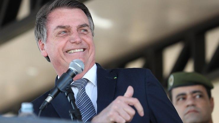 """Bolsonaro chama lula de """"bandido que não tem um dedo"""" após petista defender auxílio de r$ 600"""