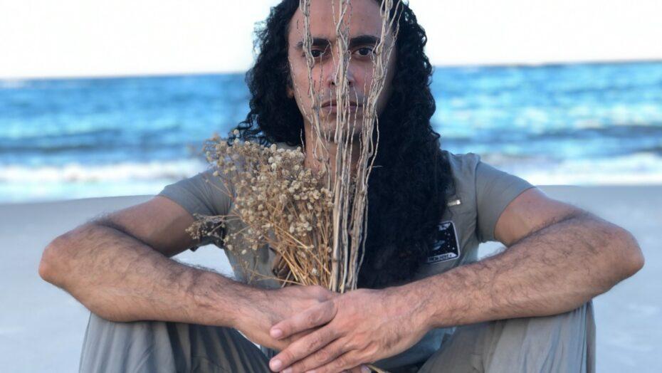 Yrahn barreto e zeca baleiro celebram parceria com clipe de mares meus