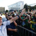 Bolsonaro pode disputar 2022 pelo partido da mulher ou pelo prtb
