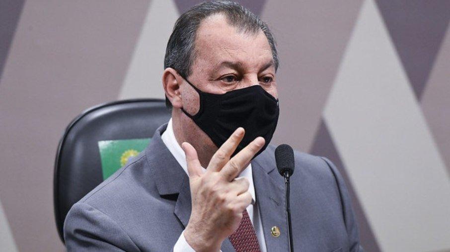 """Omar aziz diz que teich e mandetta mentiram na cpi da covid e dispara sobre ex-ministro: """"posou de bom moço"""""""