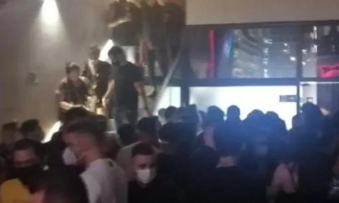 Polícia encerra festas clandestinas com mais de 700 pessoas