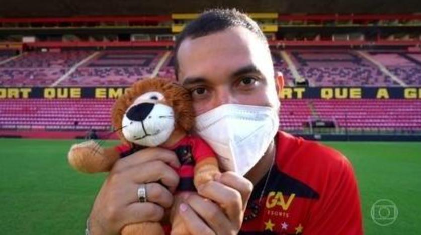 Jogadores do sport fazem homenagens ao ex-bbb gil após ataques homofóbicos; assista