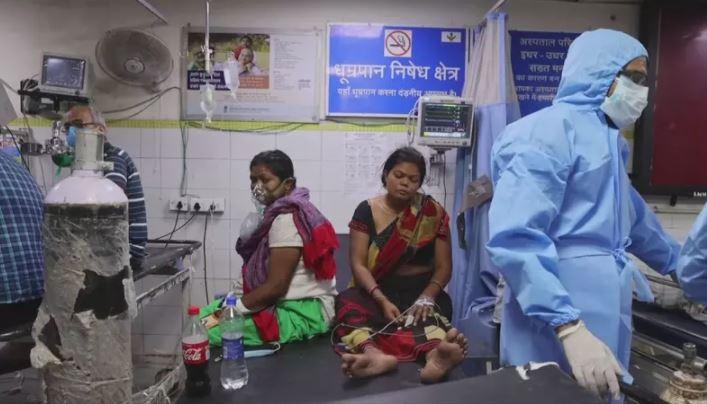 Com população de mais de Índia registra novo recorde com mais de 400 mil casos de covid-19 em um único dia