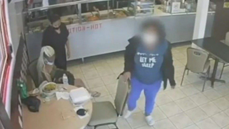 VÍdeo: menina de 14 anos entrega filho recém-nascido em restaurante