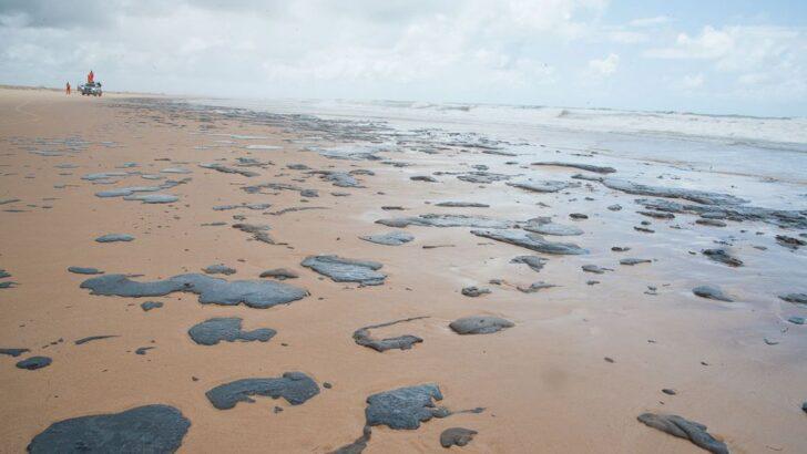 Marinha diz que três navios são suspeitos por manchas de óleo no litoral do nordeste em 2019
