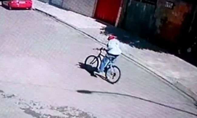 Homem tenta matar rival e atira contra a própria perna