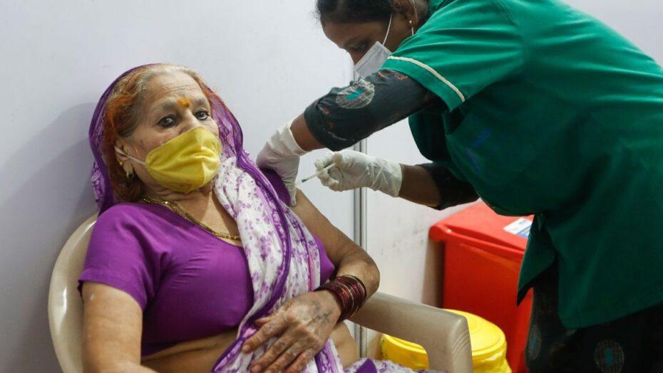 Covid-19: Índia registra menos de 300 mil casos pela 1ª vez em 25 dias