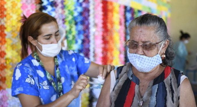 Vacinação evitou morte de quase 14 mil idosos acima de 80 anos no brasil, mostra estudo