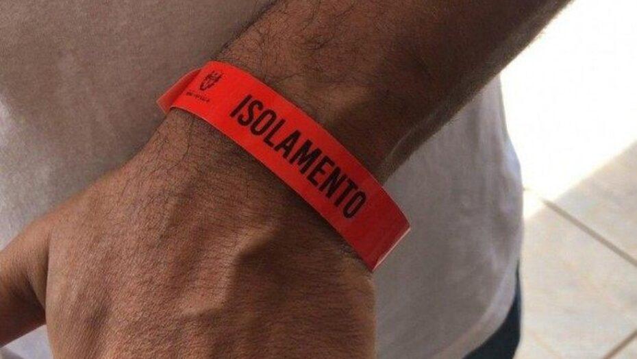 Prefeita obriga uso de pulseiras vermelhas por infectados com covid-19 quando saírem de casa