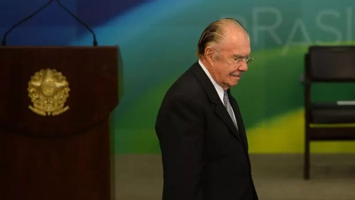 Bolsonaro ouve aliados e se reúne com sarney um dia após início de cpi