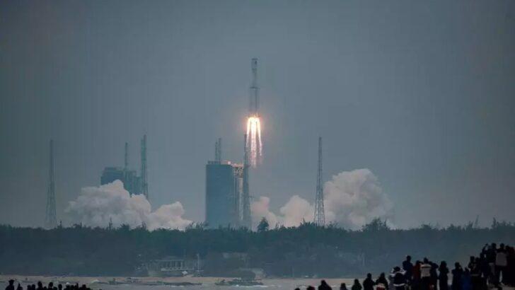 China diz que probabilidade do foguete descontrolado causar danos quando cair na terra é 'extremamente baixa'