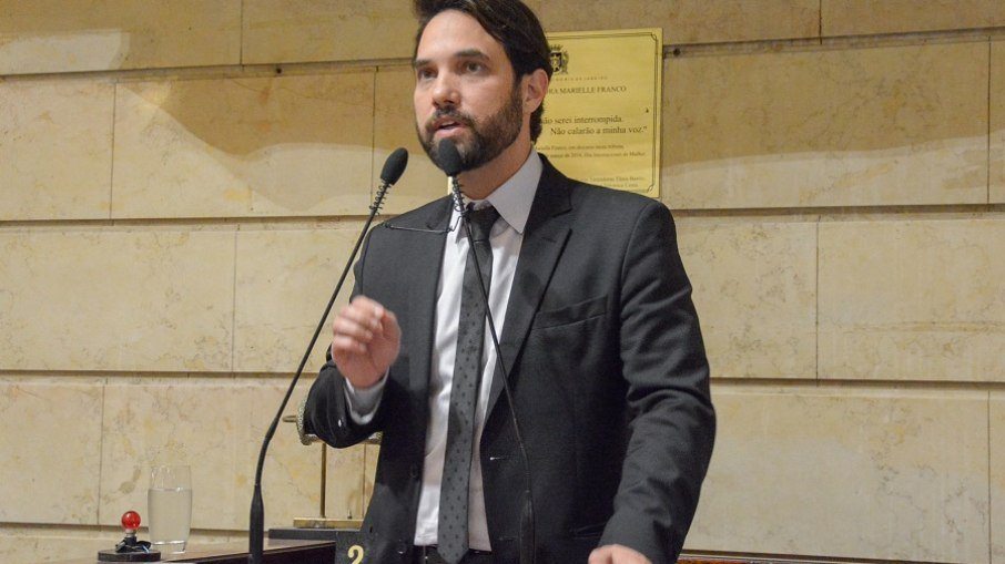 Caso henry: dr. jairinho é acusado de agredir menina em motel
