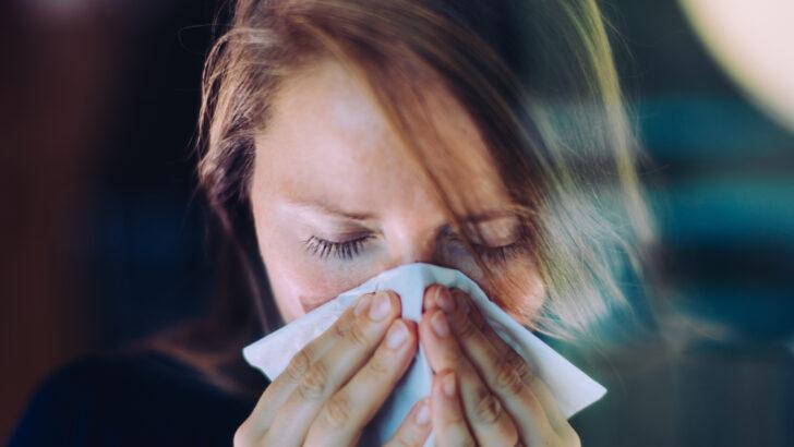 Sintomas de variante originária da Índia parecem de gripe forte, diz estudo