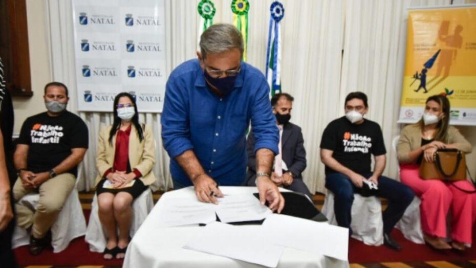 Prefeitura do natal assina acordo para enfrentamento ao trabalho infantil nas feiras livres