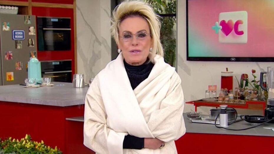 Ana maria braga surpreende e aparece de roupão ao vivo na tv globo