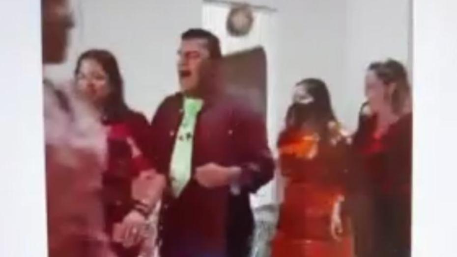 """Após perder irmãos para covid, esposa de prefeito participa sem máscara de """"arraiá"""" em município do rn com lockdown em vigor; vÍdeo"""