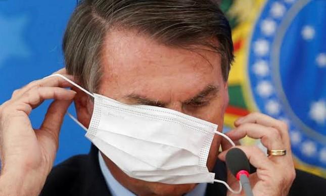 Presidência diz que bolsonaro não tem que pagar multa por andar sem máscara no maranhão