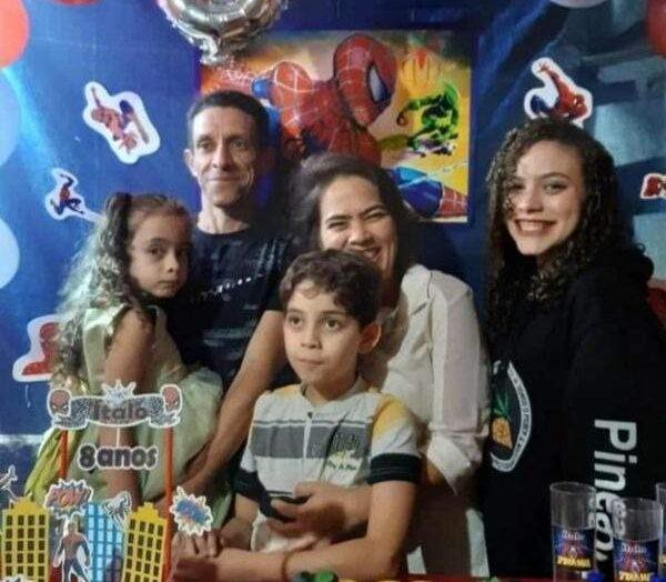 Homem mata esposa e três filhos a marretadas e em seguida tira a própria vida