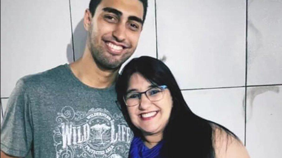 Homem mata a própria mãe em busca de herança para vida de luxo no guarujá, diz investigação