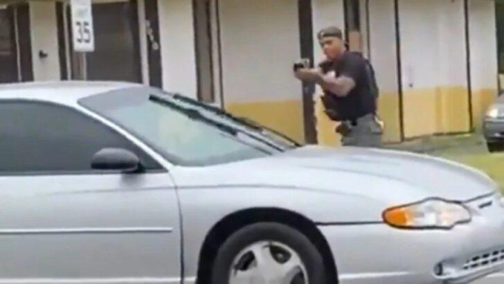VÍdeo: policial chora após matar mulher que atirou nele em desfile dos eua