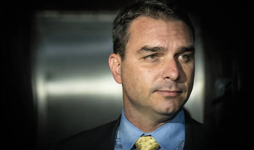 """Flávio bolsonaro chama tite de """"puxa-saco"""" do ex-presidente lula"""