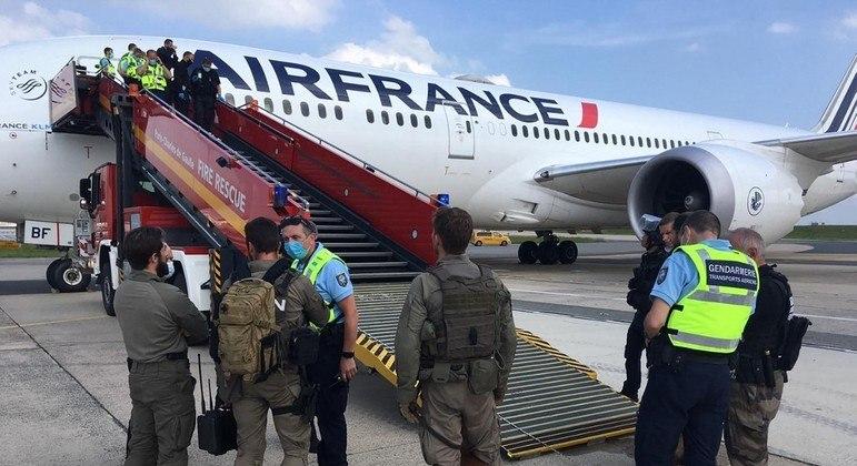 Ameaça de bomba em voo mobiliza polícia e cria tensão em aeroporto