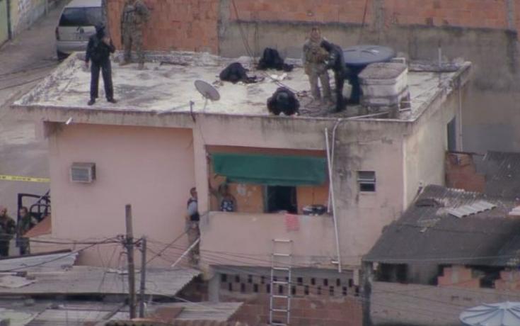 Idosa é mantida refém por filho; polícia isola área