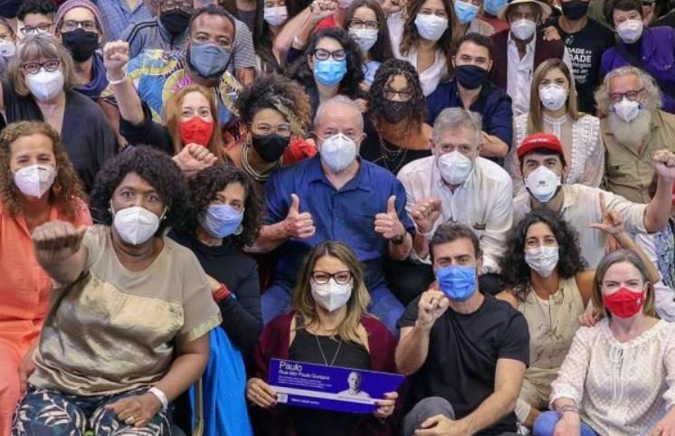 """Carlos bolsonaro ironiza foto de lula: """"deve ser aglomeração do bem"""""""