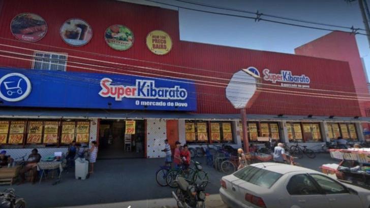 Funcionária é esfaqueada dentro de supermercado por ex-namorado