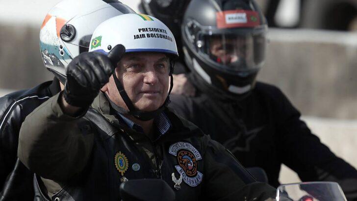 Sem máscara, bolsonaro participa de ato com motociclistas em são paulo