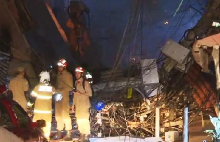Prédio de quatro andares desaba na zona oeste do rio de janeiro e deixa feridos