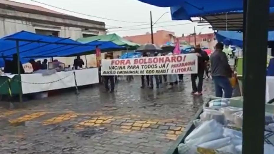 """Bolsonaro debocha de protestos contra governo e compartilha vídeo com poucas pessoas; """"manifestação fecha rua"""""""
