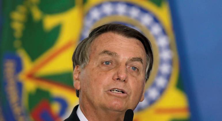 Bolsonaro anuncia parecer para desobrigar máscara em vacinados