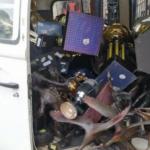 Sem sala de troféus, vasco empilha taças dentro de kombi em frente a são januário