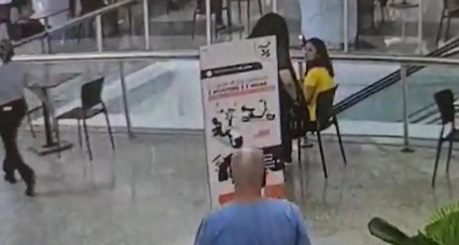 Câmeras de shopping registram momento de ataque a estudante; jovem morreu após ser esfaqueada por colega de curso