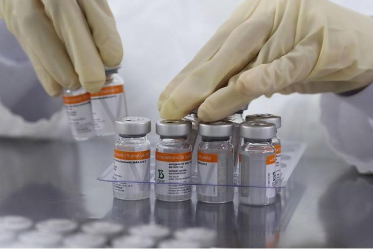 Número de vacinados com a primeira dose chega a 54,6 milhões, 25,8% da população
