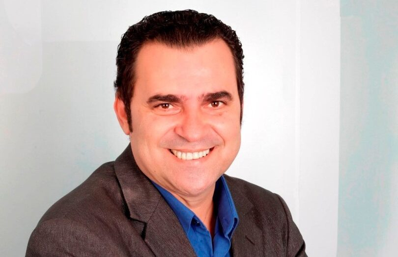 Morre o jornalista Pinto Júnior, aos 52 anos, vítima de complicações da  Covid-19