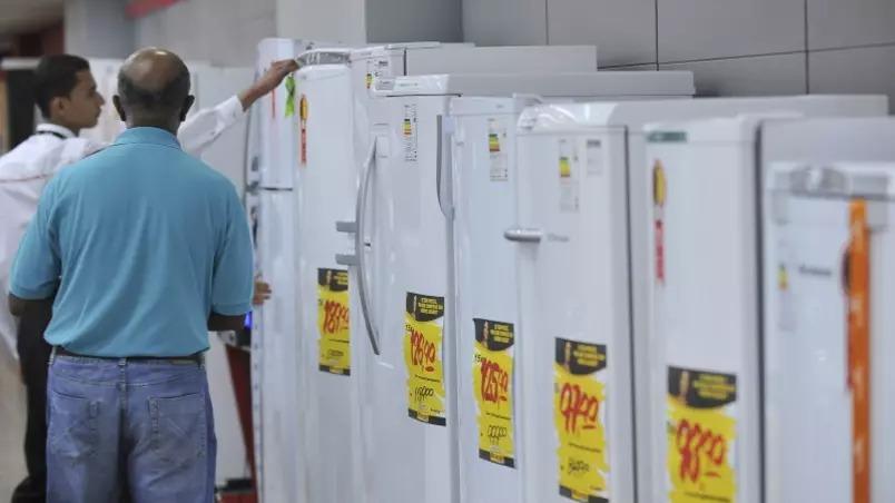 Se geladeira fosse melhor, brasileiro economizaria até r$ 27/mês na conta de luz