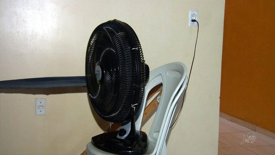 Perigo: criança de 4 anos brinca com ventilador e põe fogo em casa
