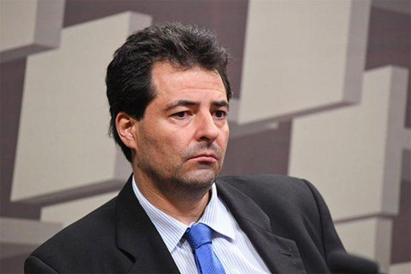 Adolfo Sachsida x