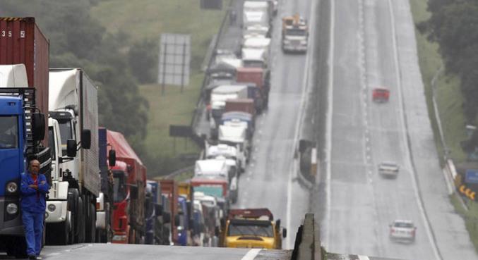 caminhoes caminhoneiros protesto paralisacao greve