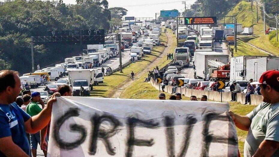 caminhoneiros confirmam greve por tempo indeterminado greve caminhoneiros