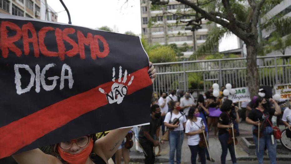 x RI Niteroi RJ Protesto pela prisao do jovem Danilo Felix vira manifestacao c jpg pagespeed ic RjvRwbjkl