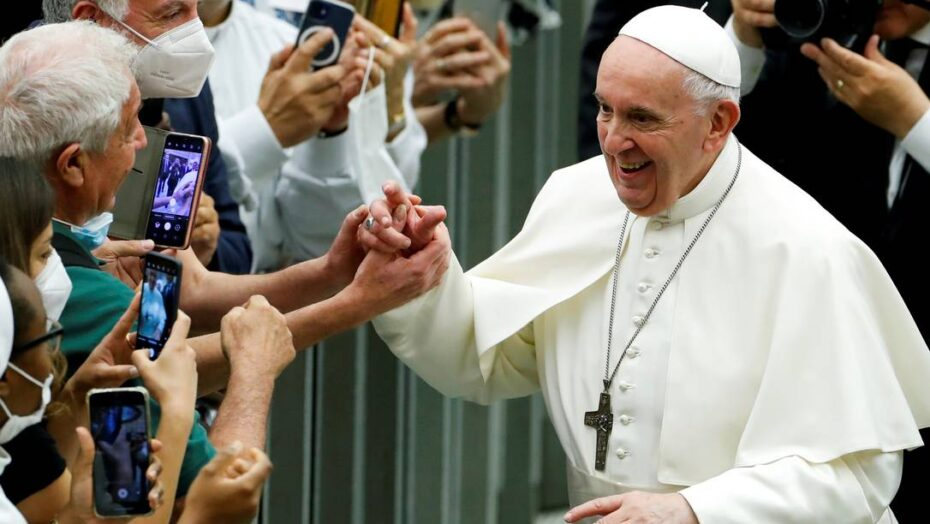 x FILE PHOTO Pope Francis greets people as he attends an event to mark years since the fou jpg pagespeed ic wwBmwrQ B