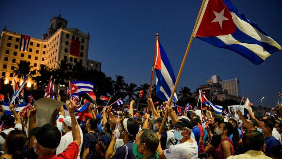 x Cubans participate in an act of revolutionary reaffirmation to support the government of Pr jpg pagespeed ic AcWtzKN