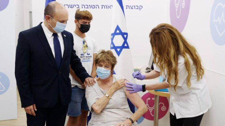 x Israeli Prime Minister Naftali Bennett assists while his mother Mirna Bennett receives jpg pagespeed ic MEcPIttuC