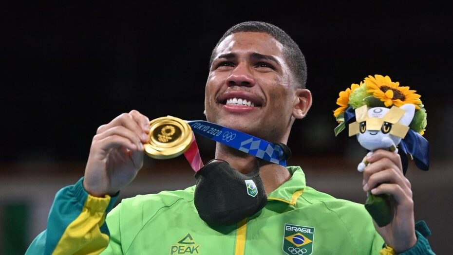 x Gold medallist Brazils Hebert Sousa celebrates on the podium during the medal ceremony for jpg pagespeed ic AKnaNf